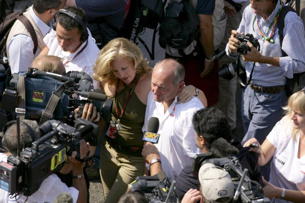 2007 Italian Grand PrixAutodromo di Monza, Monza, Italy.7th - 9th September 2007.Ron Dennis, Team Principal, McLaren Mercedes is supported by wife Lisa on the way to the podium to celebrate his team's 1-2 finish. Portrait.World Copyright: Lorenzo Bellanca/LAT Photographicref: Digital Image ZD2J8719