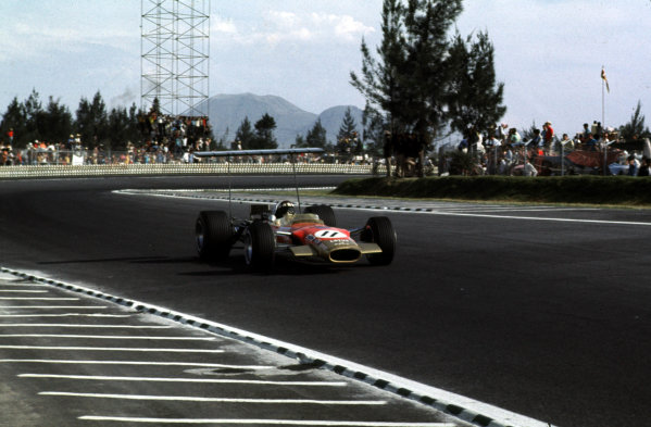 1968 Mexican Grand Prix.Mexico City, Mexico.1-3 November 1968.Jackie Oliver (Lotus 49B Ford) 3rd position.Ref-68 MEX 11.World Copyright - LAT Photographic