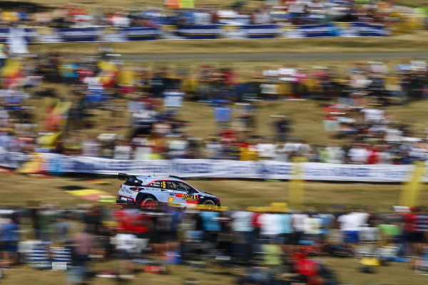 Thierry Neuville blasts past the masses of Belgian fans in the Panzerplatte arena on Rallye Deutschland