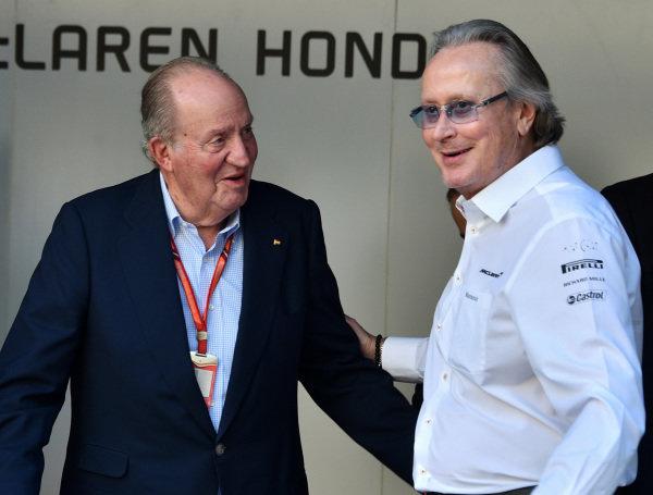 Juan Carlos of Spain and Mansour Ojjeh (KSA) TAG at Formula One World Championship, Rd20, Abu Dhabi Grand Prix, Qualifying, Yas Marina Circuit, Abu Dhabi, UAE, Saturday 25 November 2017.