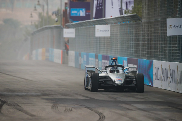 Edoardo Mortara (CHE) Venturi Formula E, Venturi VFE05 with damage to the front
