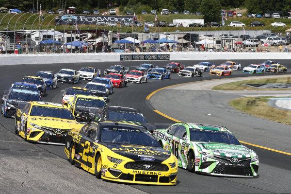 #2: Brad Keselowski, Team Penske, Ford Mustang Alliance Truck Parts #18: Kyle Busch, Joe Gibbs Racing, Toyota Camry M&M's Interstate Batteries