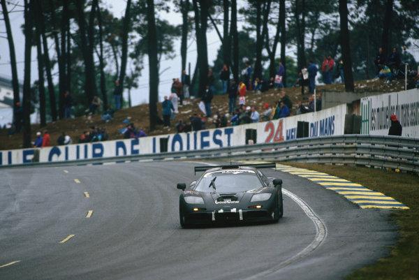 1995 Le Mans 24 hours. Le Mans, France. 17th - 18th June 1995. J.J. Lehto / Yannick Dalmas / Masanori Sekiya (McLaren F1 GTR), 1st position, action. World Copyright: LAT Photographic Ref: 95 LM a