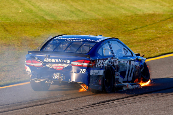 Monster Energy NASCAR Cup Series Ford EcoBoost 400 Homestead-Miami Speedway, Homestead, FL USA Sunday 19 November 2017 Danica Patrick, Stewart-Haas Racing, Aspen Dental Ford Fusion crash World Copyright: Russell LaBounty LAT Images