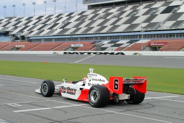 DAYTONA INTERNATIONAL SPEEDWAY, SEPT. 27, 2006,  DAYTONA BEACH, FL Sam Hornish, Jr in his . No. 6 Marlboro Team Penske Dallara/Honda takes tothe Daytona banking
