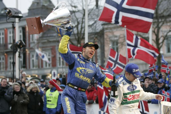 2005 FIA World Rally Championship Round 2, Swedish Rally. 10th - 13th February 2005. Petter Solberg, (Subaru Impreza WRC), 1st position, celebrates with the winners trophy, portrait. World Copyright: McKlein/LAT Photographic. ref: Digital Image Only.