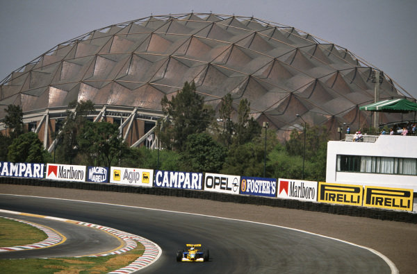 1992 Mexican Grand Prix. Mexico City, Mexico. 20th - 22nd March 1992. Michael Schumacher (Benetton B191B-Ford), 3rd position, action.  World Copyright: LAT Photographic.  Ref:  92 MEX 13.