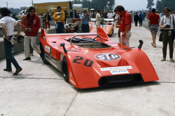 1971 Can-Am Challenge Cup.CanAm race. Watkins Glen, New York State, United States (USA). 25 July 1971.Jo Siffert (Porsche 917/10), 3rd position, in the pits.World Copyright: LAT PhotographicRef: 35mm transparency 71CANAM09