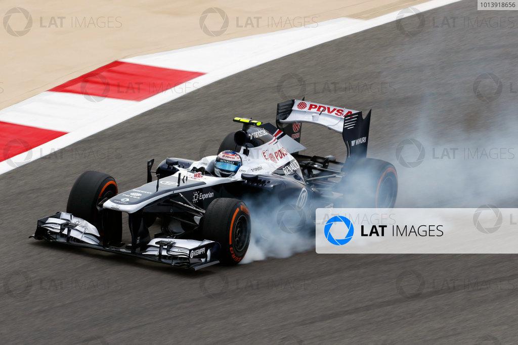 Bahrain International Circuit, Sakhir, Bahrain Friday 19th April 2013 Valtteri Bottas, Williams FW35 Renault, locks up under braking. World Copyright: Charles Coates/LAT Photographic ref: Digital Image _N7T9905