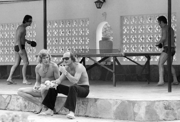 (L to R): James Hunt (GBR) Hesketh and Mike Hailwood (GBR) McLaren chat whilst relaxing at the Kyalami Ranch Hotel. South African Grand Prix, Rd 2, Kyalami, South Africa, 30 March 1974.