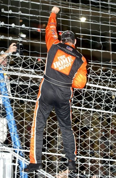 Tony Stewart (USA) climbs the fence after taking the Nextel Cup title. NASCAR Nextel Cup, Rd36, Homestead-Miami Speedway, Florida, USA, 20 November 2005. DIGITAL IMAGE