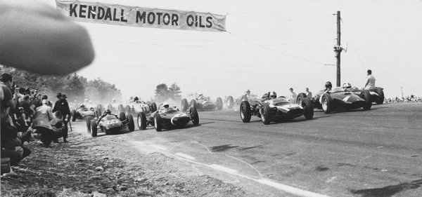 Watkins Glen, USA. 8th October 1961.Start of the race, action. World Copyright: LAT Photographic.Ref: Autocar Used Pic 13th October 1961 Pg 615.