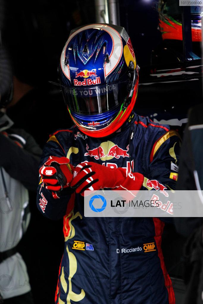 Albert Park, Melbourne, Australia 25th March 2011. Daniel Ricciardo, Toro Rosso STR6. Portrait. Helmets. World Copyright: Andrew Ferraro/LAT Photographic ref: Digital Image _Q0C7599