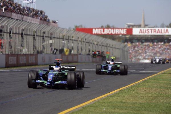 2007 Australian Grand Prix - Sunday RaceAlbert Park, Melbourne, Australia.18th March 2007.Jenson Button, Honda RA107, 15th position, leads Rubens Barrichello, Honda RA107, 11th Position. Action. World Copyright: Steven Tee/LAT Photographic.ref: Digital Image YY2Z6191
