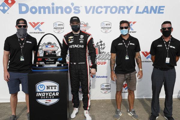 #1: Josef Newgarden, Team Penske Chevrolet, podium