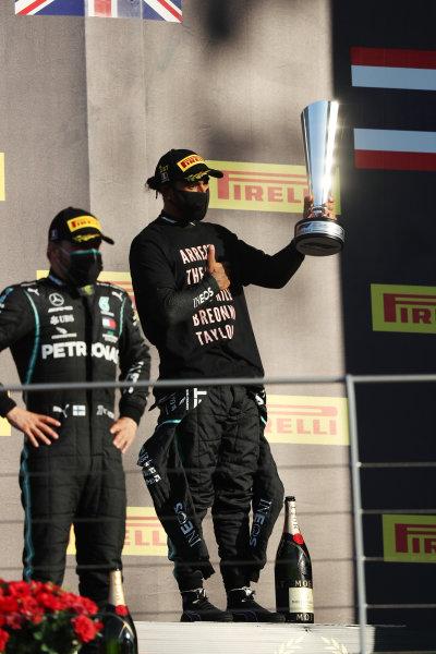 Valtteri Bottas, Mercedes-AMG Petronas F1, 2nd position, and Lewis Hamilton, Mercedes-AMG Petronas F1, 1st position, on th podium