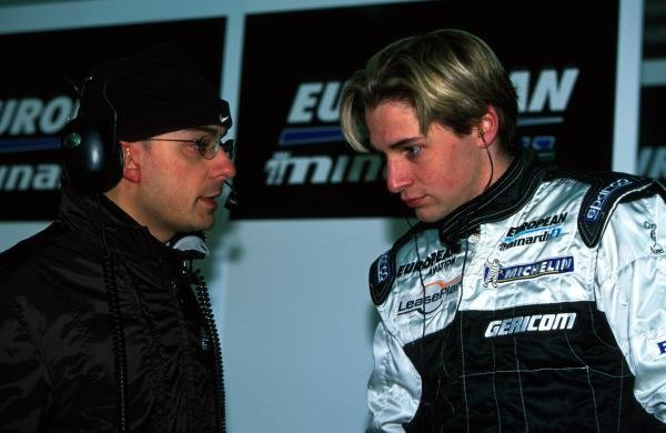 Christijan Albers (NED) chats with his engineer on his first test for the KL Minardi team.Formula One Testing, Valencia, Spain, 13-21 January 2002.BEST IMAGE