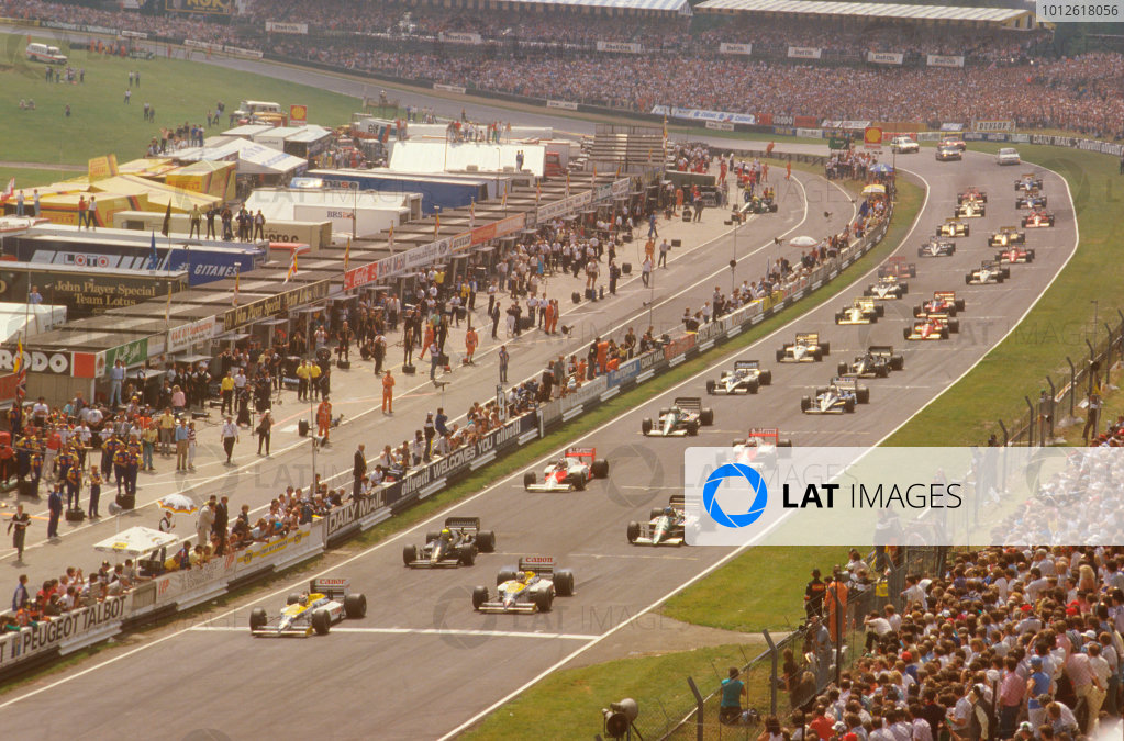 Brands Hatch, England.11-13 July 1986.Nelson Piquet leads away from Nigel Mansell (both Williams FW11 Honda's), Ayrton Senna (Lotus 98T Renault) and Gerhard Berger (Benetton B186 BMW) at the start.Ref-86 GB 38.World Copyright - LAT Photographic
