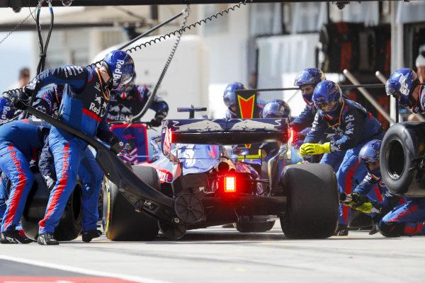 Daniil Kvyat, Toro Rosso STR14, in the pits