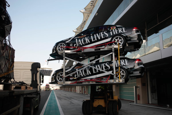 Yas Marina Circuit. Abu Dhabi, UAE.19th - 20th February 2010.Event 01 of the Australian V8 Supercar Championship Series.World Copyright: Mark Horsburgh/LAT Photographicref: Digital Image v8AbuDhabi-EV01-0240