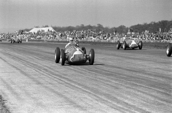 Juan Manuel Fangio, Alfa Romeo 158, leads Luigi Fagioli, Alfa Romeo 158.