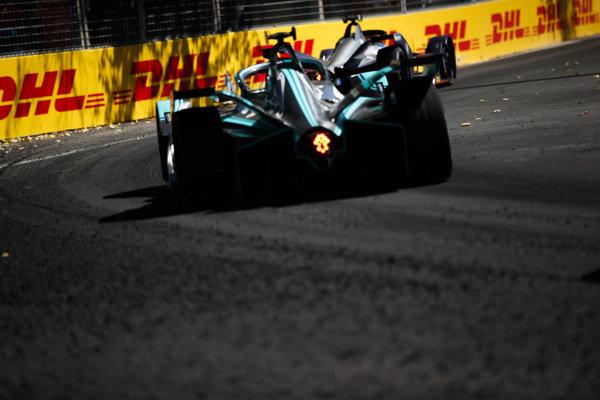 Mitch Evans (NZL), Panasonic Jaguar Racing, Jaguar I-Type 3, follows Robin Frijns (NLD), Envision Virgin Racing, Audi e-tron FE05
