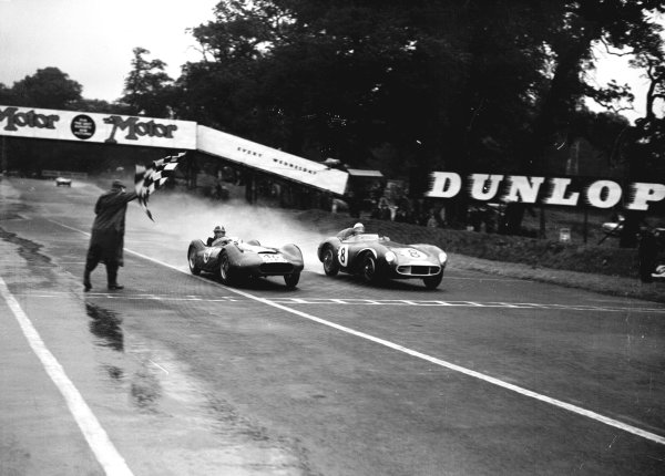 Oulton Park, Great Britain.Stirling Moss (Aston Martin DB3S, number 8) and Archie Scott-Brown (Lister Maserati, number 46).Ref-Motor 769/18.World Copyright - LAT Photographic