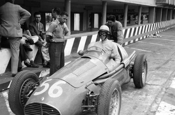 Sergio Mantovani/Luigi Musso, Maserati A6GCM-53, leaving the pits.