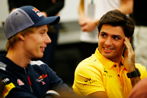 Circuit of the Americas, Austin, Texas, United States of America. Thursday 19 October 2017. Brendon Hartley, Toro Rosso, and Carlos Sainz Jr, Renault Sport F1. World Copyright: Andy Hone/LAT Images  ref: Digital Image _ONY9123