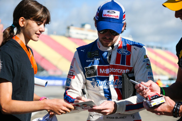 Monster Energy NASCAR Cup Series I LOVE NEW YORK 355 at The Glen Watkins Glen International, Watkins Glen, NY USA Saturday 5 August 2017 Ryan Blaney, Wood Brothers Racing, Motorcraft/Quick Lane Tire & Auto Center Ford Fusion and fans World Copyright: Barry Cantrell LAT Images