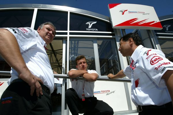 (L to R): Norbert Kreyer (GER) Toyota Senior General Manager of Race and Test Engineeringchats with Olivier Panis (FRA) Toyota and Keizo Takahashi (JPN) Toyota Technical Co-Ordinator.Formula One World Championship, Rd9, European Grand Prix, Preparations, Nurburgring, Germany, 26 June 2003.DIGITAL IMAGE
