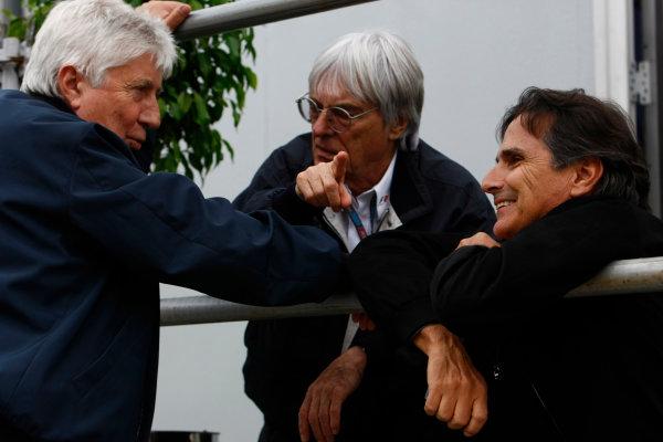 Interlagos, Sao Paulo, Brazil.16th October 2009.Bernie Ecclestone with Herbie Blash, FIA, and Nelson Piquet. Portrait. World Copyright: Charles Coates/LAT Photographicref: Digital Image _26Y9459