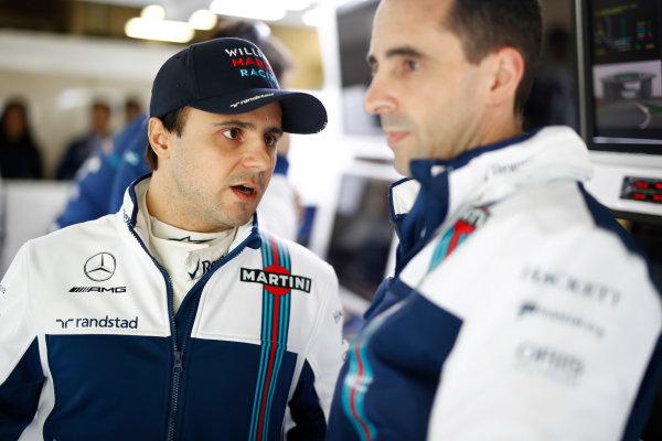 Shanghai International Circuit, Shanghai, China.  Sunday 09 April 2017. Felipe Massa, Williams Martini Racing, talks to an engineer. World Copyright: Glenn Dunbar/LAT Images ref: Digital Image _X4I8918