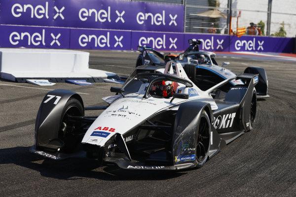 Norman Nato (FRA), Venturi Racing, Silver Arrow 02, leads Nyck de Vries (NLD), Mercedes Benz EQ, EQ Silver Arrow 02
