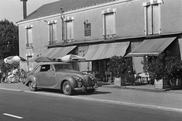 The Aston Martin Lagonda 3 Litre DHC stops at the Hippadrome restaurant and hotel on the Hunaudières.
