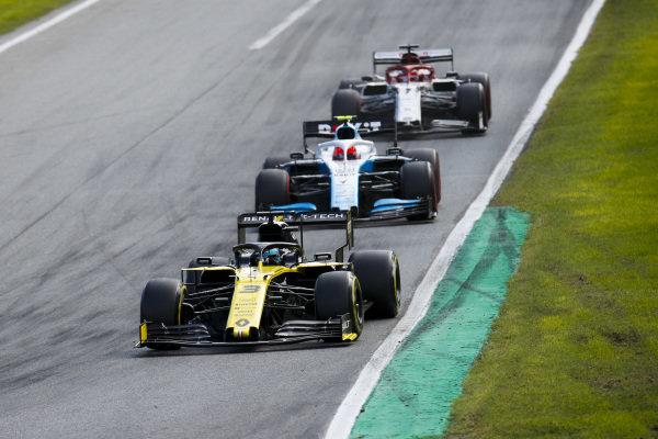Daniel Ricciardo, Renault R.S.19, Robert Kubica, Williams FW42 and Kimi Raikkonen, Alfa Romeo Racing C38