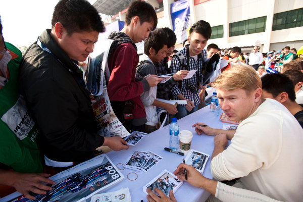 6 Hours of Zhuhai.Zhuhai, China. 11th - 13th November 2011. Mika Hakkinen, Team AMG China, Mercedes SLS AMG GT3 at the autograph session with the fans.Portrait. Drew Gibson/LAT Photographic. ref: Digital Image _Y8P9720