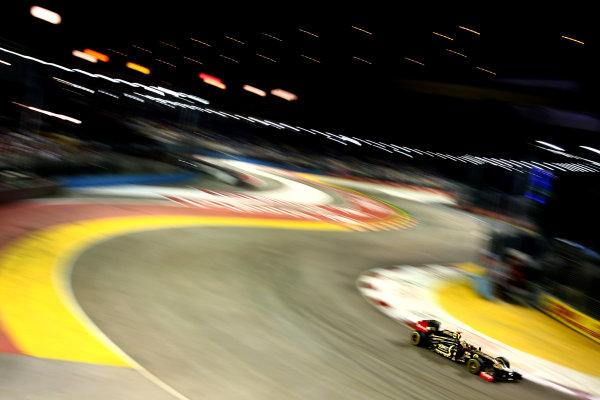Marina Bay Circuit, Singapore.24th September 2011.Bruno Senna, Lotus Renault GP R31. Action. World Copyright: Andy Hone/LAT Photographicref: Digital Image CSP28360