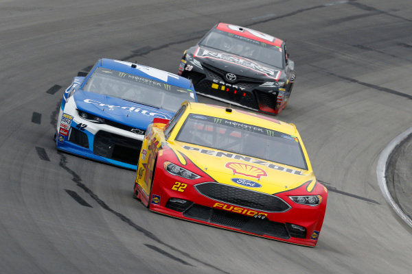 #22: Joey Logano, Team Penske, Ford Fusion Shell Pennzoil and #42: Kyle Larson, Chip Ganassi Racing, Chevrolet Camaro Credit One Bank