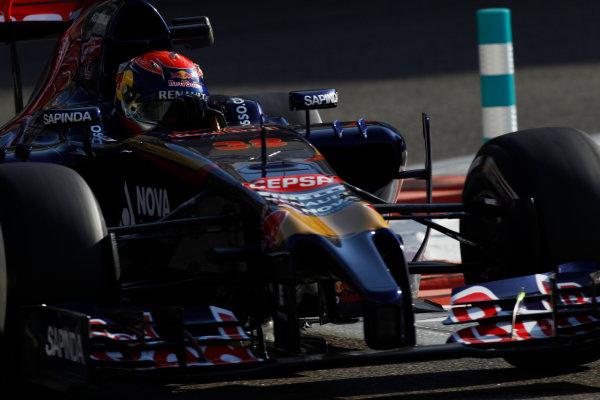 Yas Marina Circuit, Abu Dhabi, United Arab Emirates. Wednesday 26 November 2014. Max Verstappen, Toro Rosso STR9 Renault.  World Copyright: Sam Bloxham/LAT Photographic. ref: Digital Image _G7C8684