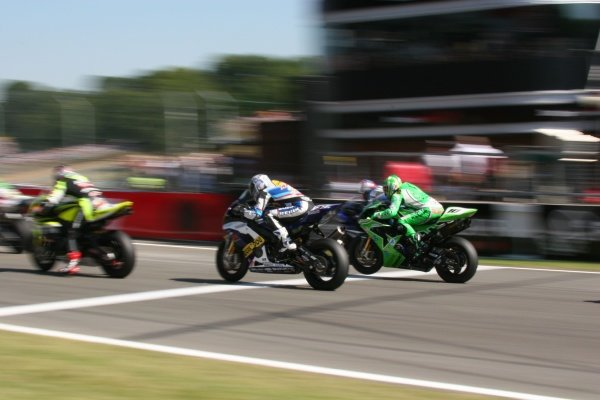 2007 World Superbike Championship. Brands Hatch, England. 3rd - 5th August 2007. Fonsi Nieto, Kawasaki ZX10R, and Max Neukirchner, Suzuki GSXR1000 K6, accelerate away from the grid at the start of race two, action.  World Copyright: Kevin Wood/LAT Photographic ref: Digital Image