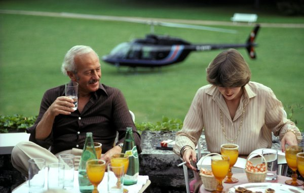 Colin Chapman (GBR) Team Owner Lotus relaxes with Sue Masters (GBR). 