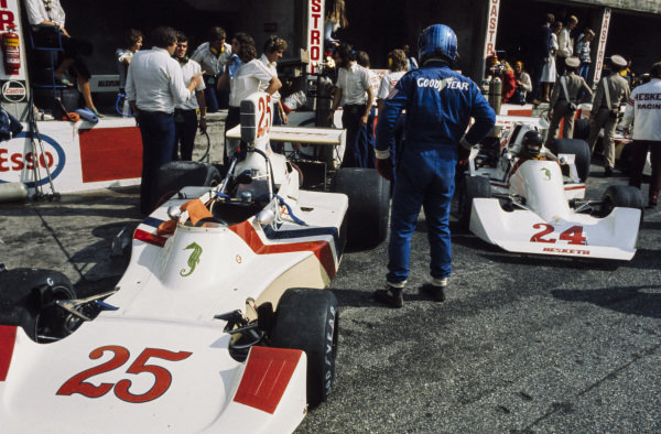 Brett Lunger stands beside his Hesketh 308B Ford while teammate James Hunt already sits in his Hesketh 308C Ford.