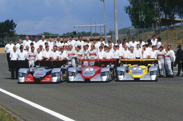 2002 Le Mans Pre Qualifying, France5th May 2002Audi Le Mans team, with drivers and carsWorld Copyright Bloxham/LAT Photographic