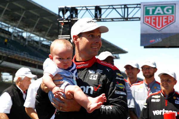 Verizon IndyCar Series Indianapolis 500 Carb Day Indianapolis Motor Speedway, Indianapolis, IN USA Friday 26 May 2017 Will Power, Team Penske Chevrolet celebrates winning the Pit Stop Competition with son Beau World Copyright: Phillip Abbott LAT Images ref: Digital Image abbott_indy_0517_28196
