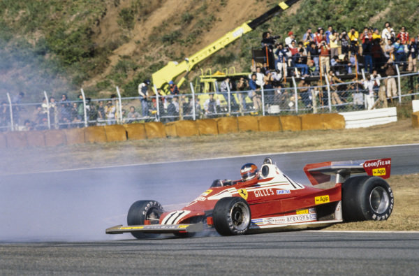 Gilles Villeneuve, Ferrari 312T2 spins onto the grass.
