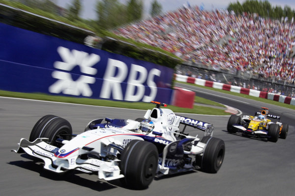 Nick Heidfeld, BMW Sauber F1.08 leads Fernando Alonso, Renault R28.