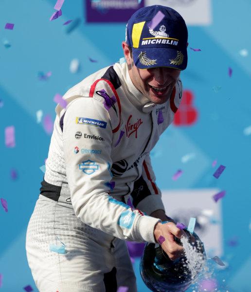 Race winner Robin Frijns (NLD), Envision Virgin Racing sprays champagne on the podium