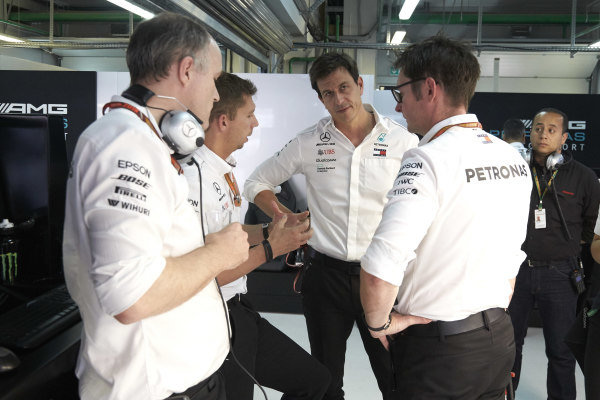 Toto Wolff, Executive Director (Business), Mercedes AMG, with the Mercedes AMG team after the race.