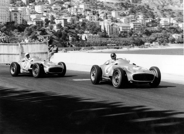 1955 Monaco Grand Prix.Monte Carlo, Monaco.19-22 May 1955.Juan Manuel Fangio leads Stirling Moss (both Mercedes-Benz W196).Ref-291/16.World Copyright - LAT Photographic